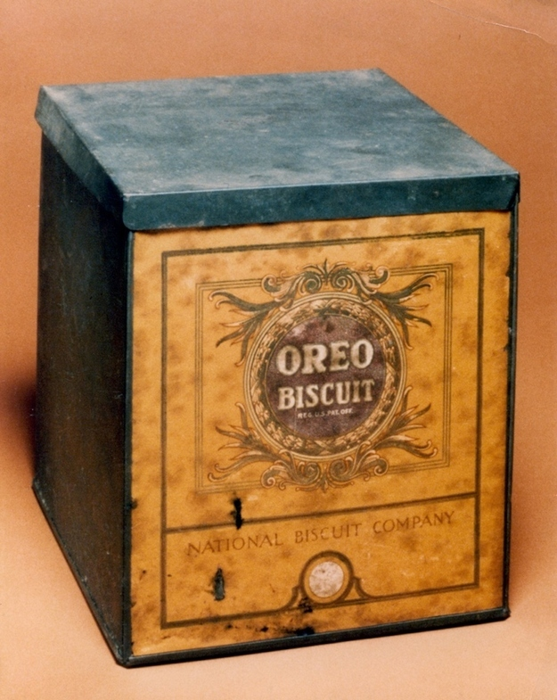 gold oreo tin can